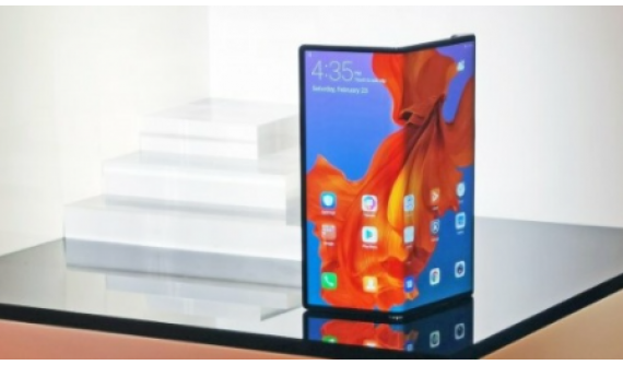 Motorola Efsanesi Razr, Katlanabilir Ekranlı Yeni Versiyonuyla Döndü